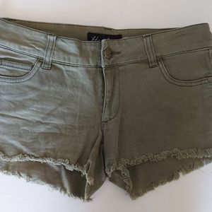 2/20 Ladies Harlow olive mini Jean shorts size 24